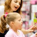 Nakupovanie hračiek v obchode